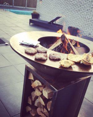 Hout barbecue kegelvorm